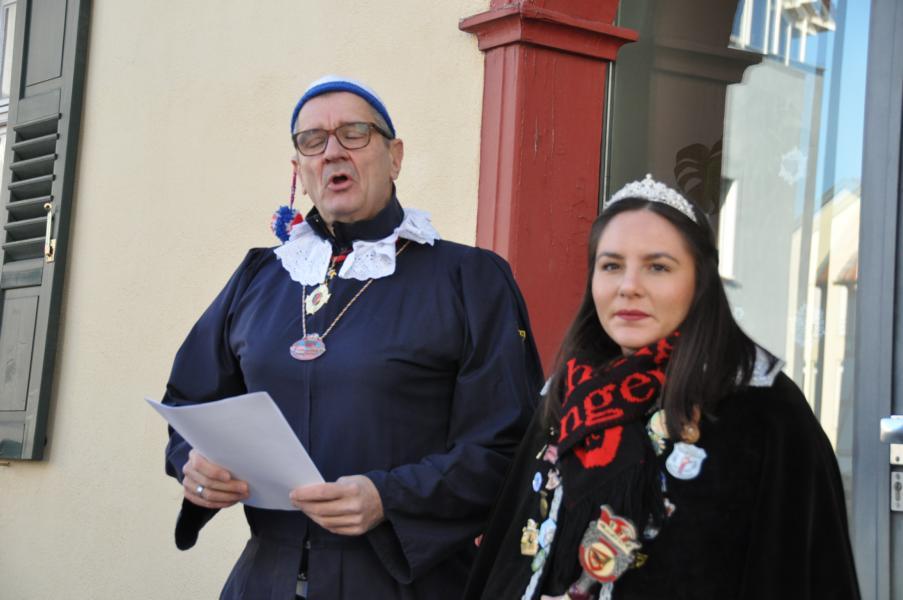Maskentaufe 2020 am Urbanbrunnen mit Präsident Udo Dölker